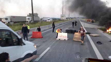 """Skaitytojo nuotraukose – """"antikapitalistų"""" Prancūzijoje blokuojami keliai"""