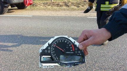 """Plungės rajone """"Honda"""" motociklu skriejusios dvi 16-metės rėžėsi į BMW automobilį"""