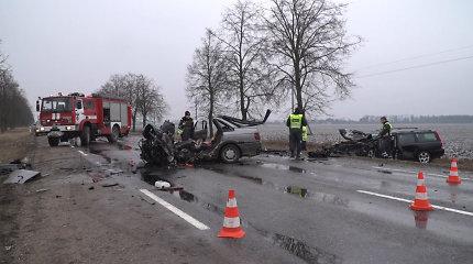 Kėdainių rajone susidūrus dviem automobiliams nukentėjo 4 žmonės, vienas žuvo