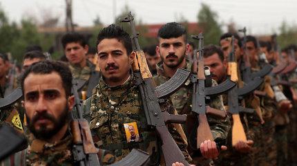Pentagonas: iš Sirijos naftos gaunamos pajamos atitenka kurdų kovotojams