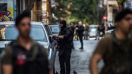 Atėnų policija atliko reidus savavališkai užimtuose būstuose ir suėmė daugybę migrantų