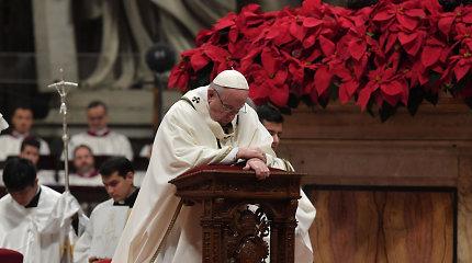 Pasauliui sutinkant Kalėdas popiežius pasmerkė godumą