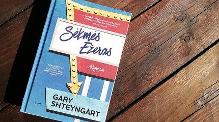 """Knygos recenzija. Gary Shteyngarto """"Sėkmės ežeras"""" – ironijos ir sarkazmo Amerika"""