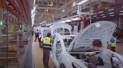 """Paviešinti vaizdai iš Šanchajaus """"Gigafactory 3"""" gamyklos – štai kaip gaminami """"Tesla"""" elektromobiliai"""