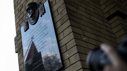 Seimo Istorinės atminties komisija dėl atminimo ženklų kvies pasiaiškinti KPD atstovus
