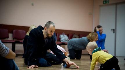 Kaune – šokio spektaklio kūdikiams kūrybos dirbtuvės: vaikai stebino savo mamas