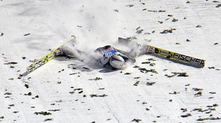 Olimpinis čempionas po šuolio nuo tramplino į žemę trenkėsi veidu
