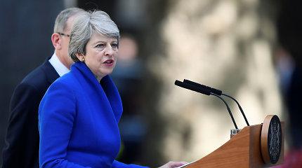 Th.May pasakė atsisveikinimo kalbą, įteikė karalienei atsistatydinimo raštą