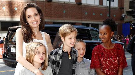 Angelina Jolie atskleidė, kad dviem jos vaikams atliktos operacijos: vienai dukrai prireikė ramentų