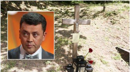 Vytauto Šapranausko kapą tebežymi medinis kryžius – Tėvo dienai žadėto paminklo vis dar nėra