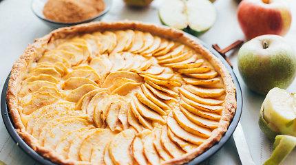 Saldžiam savaitgaliui – pyragai su retesniais miltais: grikių su obuoliais ir speltų su morkomis