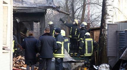 Dėl sprogusio baliono Kauno Žiemgalių gatvėje užsidegė namas: nukentėjo trys suaugusieji, vaikas ir šuo