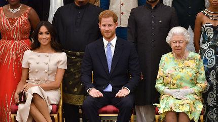 Po kilusio skandalo Elizabeth II šaukia skubų susirinkimą: mėgins išspręsti krizę
