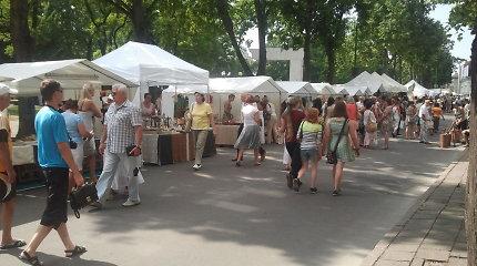 Tapo, kepa ir pakuoja: šimtai Jūros šventės prekybininkų pasirengę didžiausiam vasaros uždarbiui