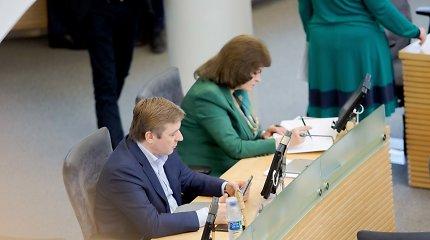 R.Karbauskis persikraustė į Seimo salės galą: pritrūko vietos ar nebenori būti dėmesio centre?