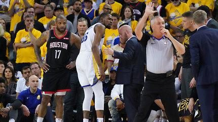"""Smūgis NBA čempionams: """"Warriors"""" laimėjo svarbų mūšį, bet traumą patyrė K.Durantas"""