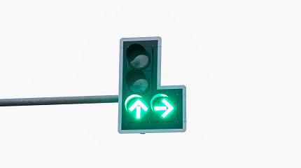 Vairuotojų dėmesiui: nuo lapkričio 1-osios į dešinę sankryžose suksime kitaip