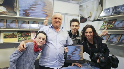 Naują fotoalbumą išleidusį Ričardą Anusauską pasveikino ir buvusi žmona Jurga su vaikais