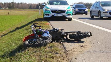 Panevėžio rajone žuvo su vilkiku susidūręs mažametis krosinio motociklo vairuotojas