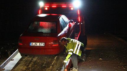 """Pasvalio rajone teisių neturintis """"Audi"""" vairuotojas """"pragėrė"""" brolio automobilį"""