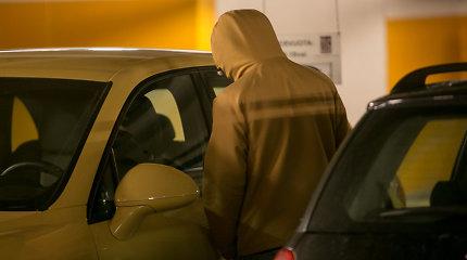 Automobilį nugvelbti taikosi durelėse įkišę monetą. Ar tikrai?