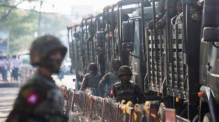 Protestai prieš perversmininkus Mianmare