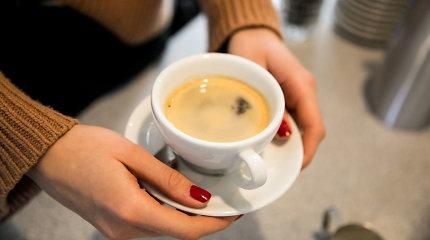 Tyrimas: kavos mylėtojai Lietuvoje pralenkė geriančius arbatą