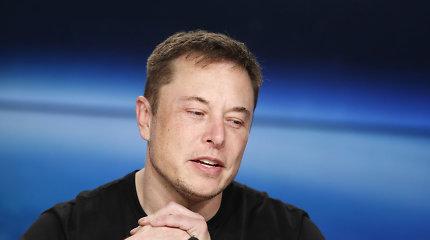 """""""Tesla"""" greitai turės elektromobilį, kuris vienu įkrovimu nuvažiuos 645 km, bet jums to nereikės"""