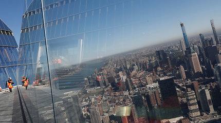 Niujorke pristatyta aukščiausia apžvalgos aikštelė: ar išdrįstumėte žengti ant stiklinių grindų?