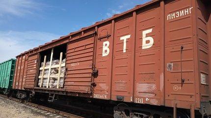 Slapto krovinio priedanga – 10 tonų anglių: tikrintojams teko iškrauti visą vagoną