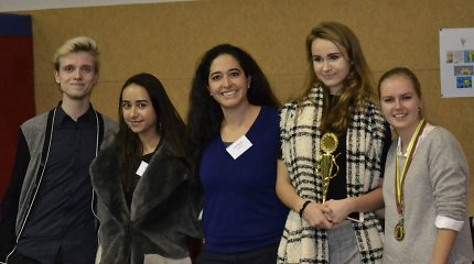 Tarptautiniuose debatuose nugalėjo vilnietė AISV moksleivė, pasirinkusi feminizmo temą