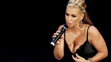 Anastacia pasekė Angelinos Jolie pavyzdžiu – dainininkei pašalintos abi krūtys