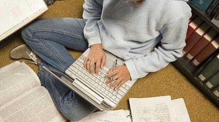 """Trys """"darbiečiai"""" siūlo įstatyme garantuoti dalies palūkanų už studijas kompensavimą"""