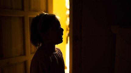 Mergaitę dvejus metus seksualiai išnaudojo tėvas: seksologas paaiškino, kaip vyrai tampa pedofilais