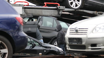 """Įvertino """"atsuktos"""" ridos kainą – automobilių pirkėjai permoka ir tūkstančius eurų"""