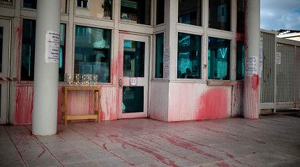 Atėnuose netoli JAV ambasados sudeginti septyni automobiliai