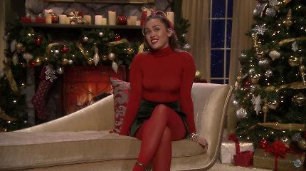 """Miley Cyrus perdainavo kalėdinį hitą """"Santa Baby"""": pakeitus tekstą daina tapo feminisčių himnu"""
