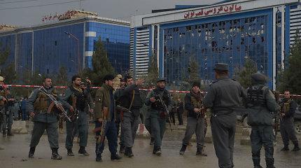 Kabule per mirtininko išpuolį religinėje šventėje žuvo mažiausiai 50 žmonių