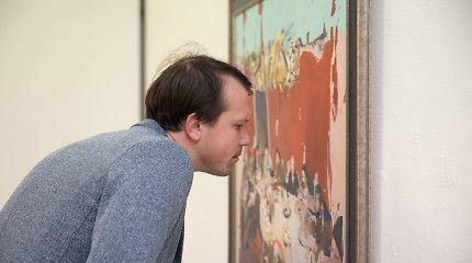 Skirtingų menininkų parodoje – ir sudėtinga vieno paveikslo kelionė, ir karo kvapas