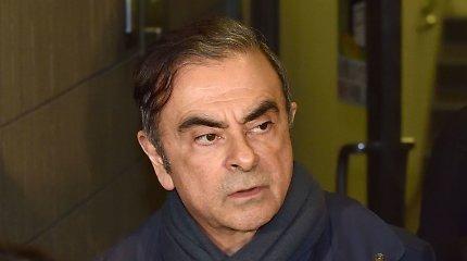 Japonija išdavė suėmimo orderius trims asmenims, įtariamiems padėjus C.Ghosnui pabėgti