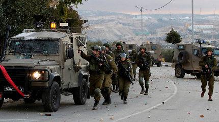 Izraelio kariuomenė sako stiprinanti savo pajėgas Vakarų Krante ir prie Gazos