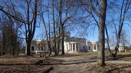 Teismas nusprendė leisti Trakų Vokės dvaro parke kirsti senus medžius