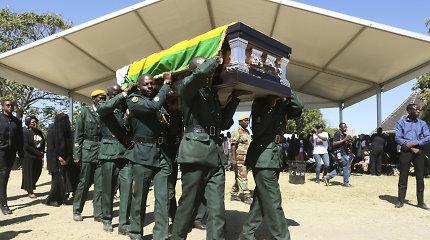 Zimbabvės eksprezidentas R.Mugabe laidojamas gimtajame kaime