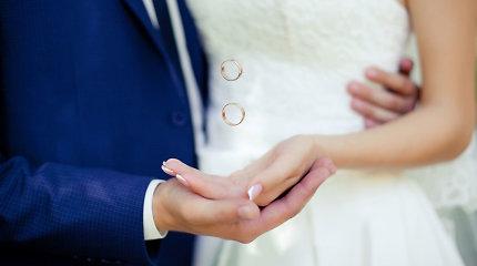 """Teismas vėl įpareigojo išduoti santuokos liudijimą su """"w"""" pavardėje"""