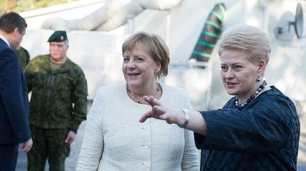 Lankydama karius Lietuvoje Angela Merkel vengė vokiško militarizmo ženklų