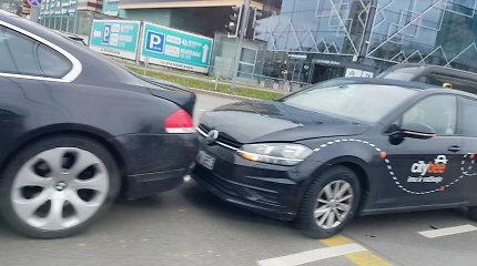 """Vilniuje """"CityBee"""" trinktelėjo į BMW galą, įvykis sujaukė eismą prie """"Panoramos"""""""