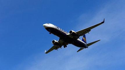 """""""Ryanair"""" uždarys keturias bazes Ispanijoje, atleis pusę tūkstančio darbuotojų"""