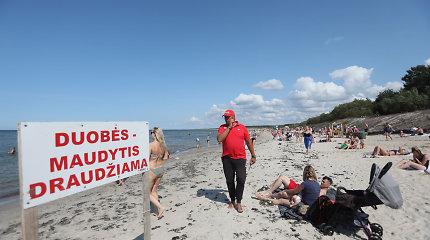 Lietuviško pajūrio prakeiksmas: net ir karštomis dienomis iš jūros poilsiautojus veja gelbėtojai