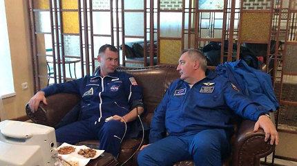 """Rusijos erdvėlaivio """"Sojuz"""" įgulai dėl avarijos teko avariniu būdu nusileisti Kazachstane"""