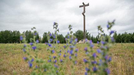 Balsiuose vieni gina kryžių, kurį reikalaujama nukelti, kitiems svarbiau degalinė nei bažnyčia
